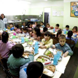 Ja es poden demanar els ajuts de menjador escolar